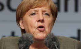 """Меркел на """"работ од бездната""""?"""