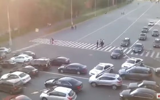 Како изгледа кога Путин се вози низ улиците во Москва? (видео)