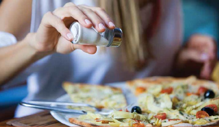 Што се случува со вашето тело ако внесете помалку сол?