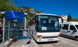 Драма на линијата Белград-Загреб: Мигрант пет часа се возел под автобус