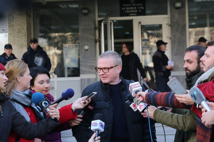 Латас бара од судот ист однос како за Заев