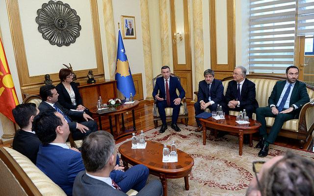 """Заев-Харадинај: """"Дива населба"""" нема да влијае на добрите односи меѓу Скопје и Приштина"""