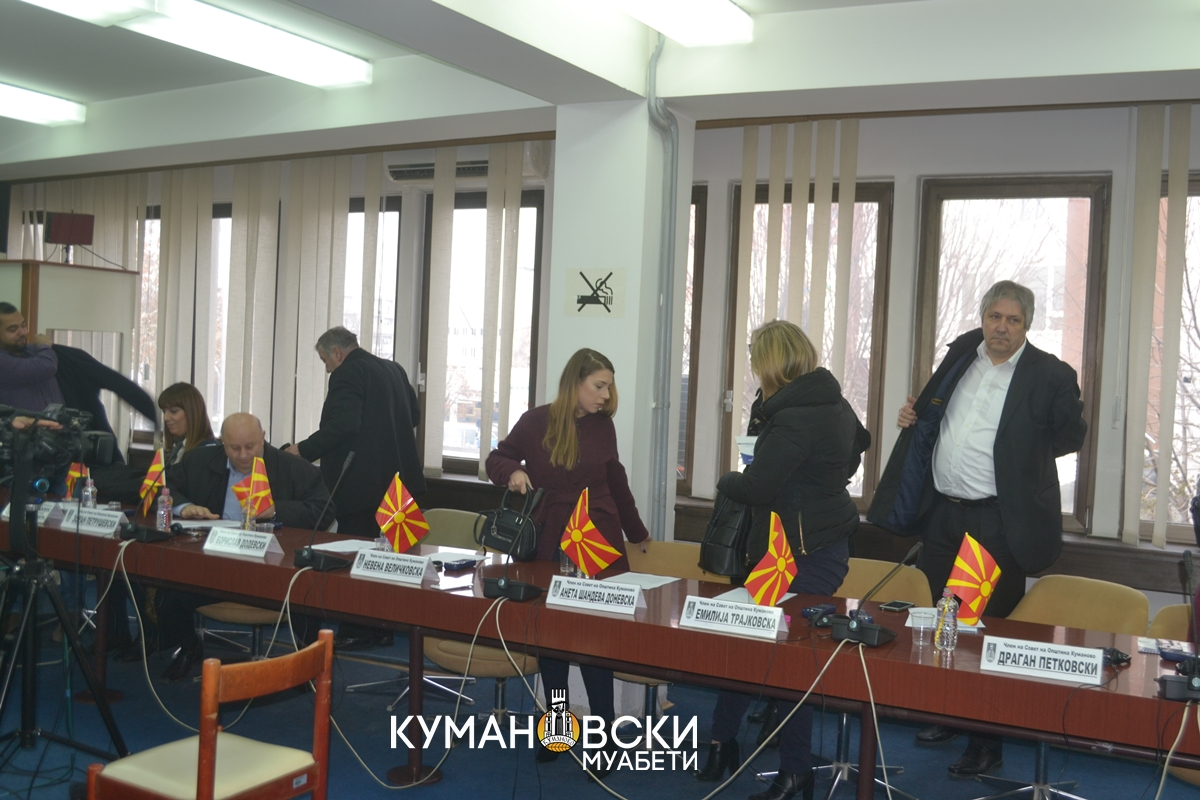Советниците од ВМРО-ДПМНЕ ја напуштија седницата (фото)