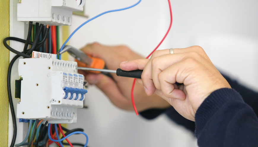 Работници од Куманово тешко повредени додека поставувале електрична инсталација