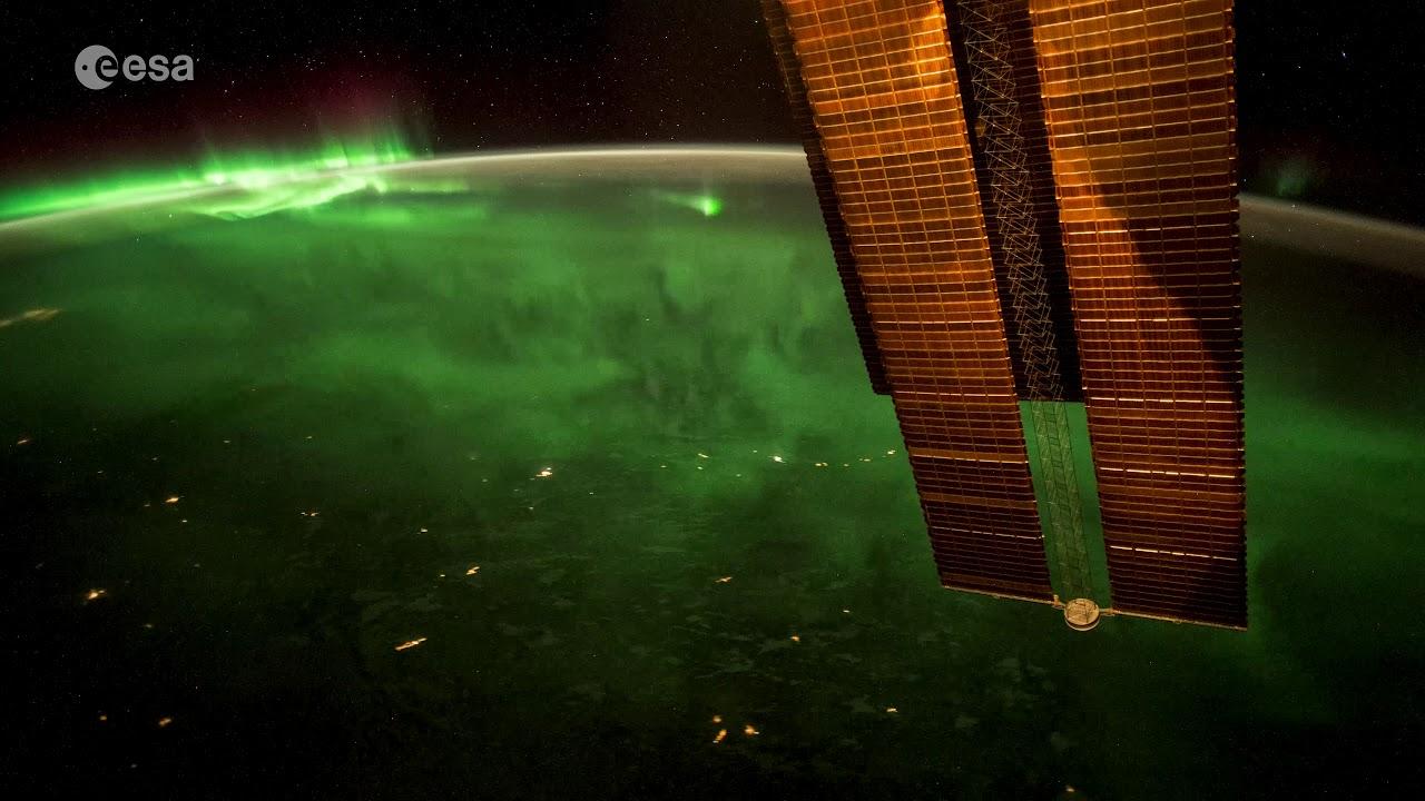Како изгледа поларната светлина од вселената? (видео)