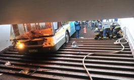 Автобус влета во подземен премин во Москва - најмалку 5 лица загинаа (фото)