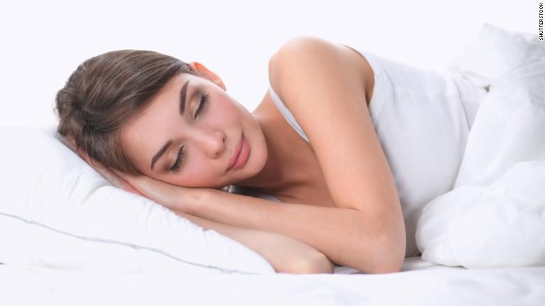 Во која поза да спиеме за да го спречиме стареењето
