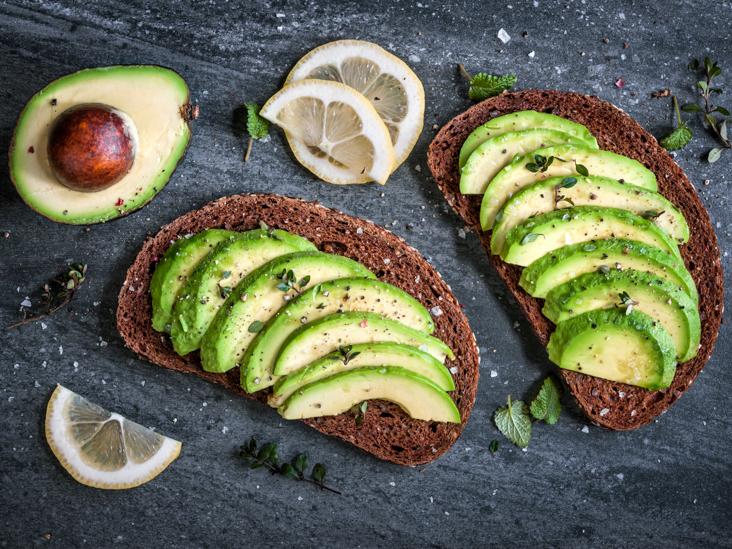 3 висококалорични видови храна, кои помагаат за да ослабеме