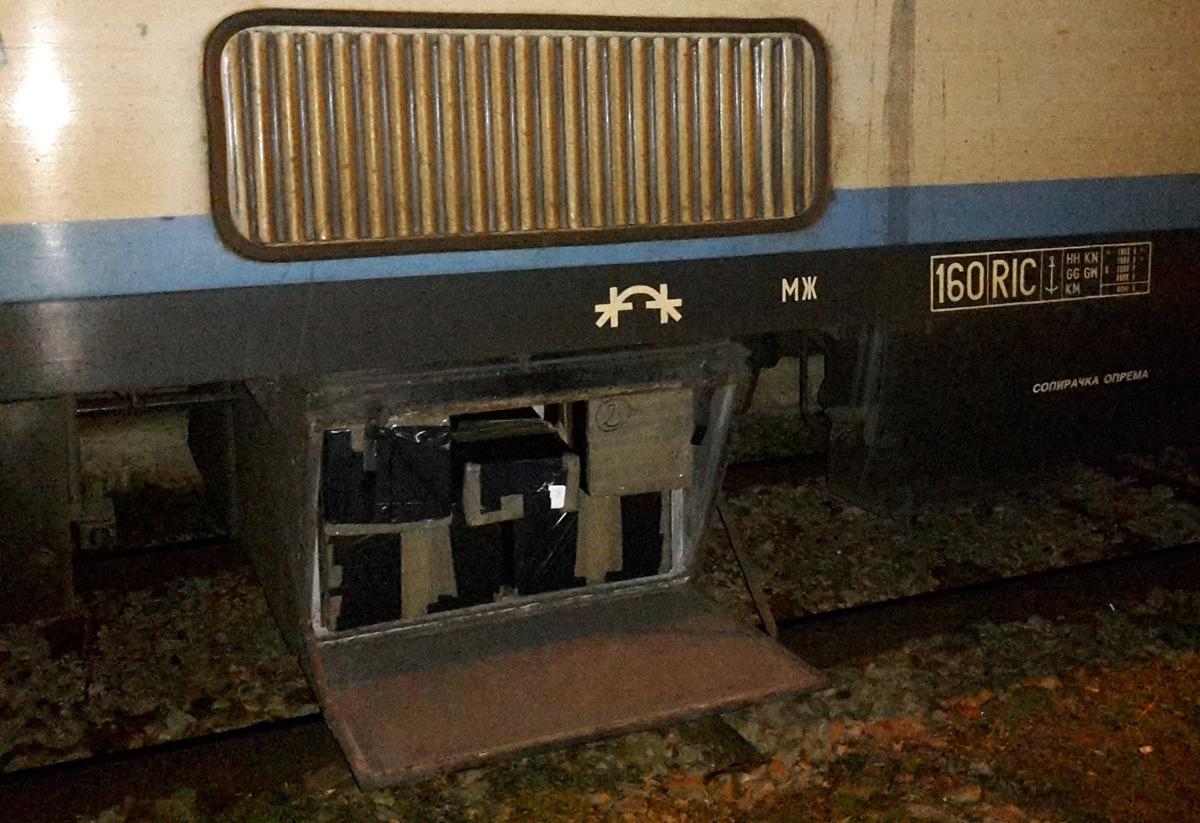Спречен обид за шверц на 923 кутии лекови на железничката станица Табановце