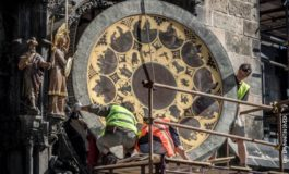 Симболот на Прага заминува на реставрација (фото)