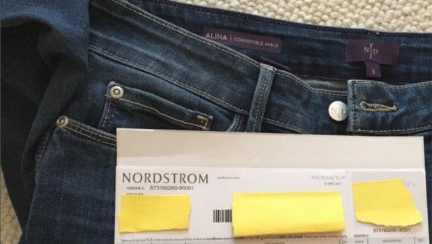 Нарачала фармерки преку интернет, ги пробала, а потоа се згрозила кога во џебот го пронашла ова (фото)