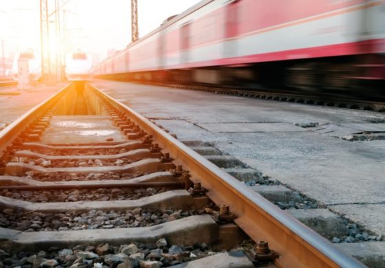 Вршејќи увид на вагон го удрила струја, со изгореници пренесен во Скопје