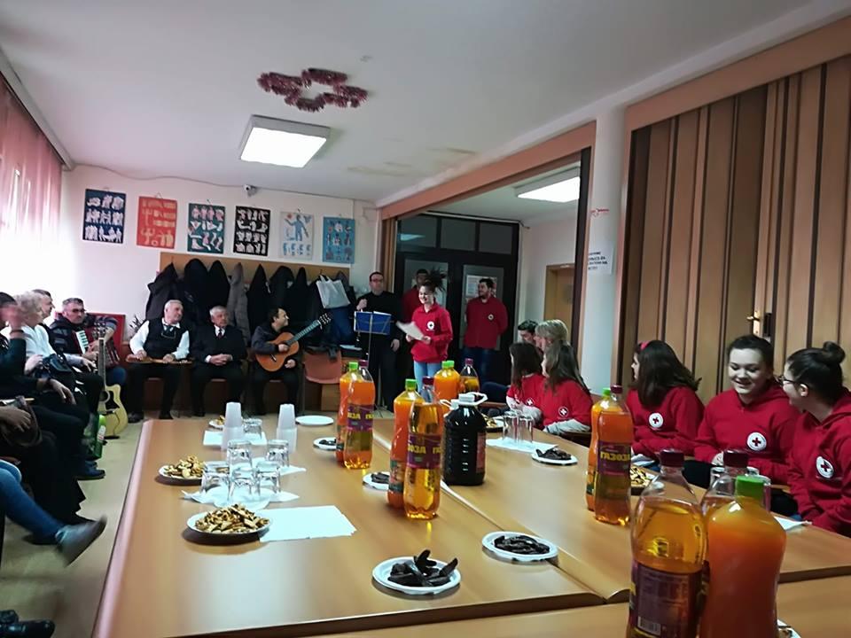Црвениот крст организираше меѓугенерациска средба