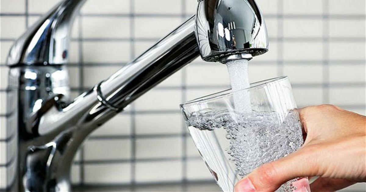 Вдишуваме повеќе бактериии од водата од чешма отколку од тоалетот