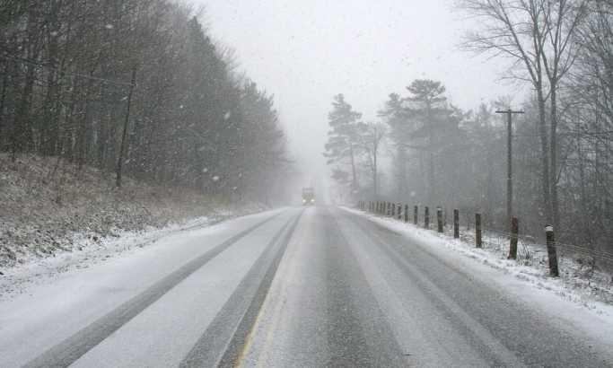 Снегот во Хрватска и Босна го отежнува сообраќајот