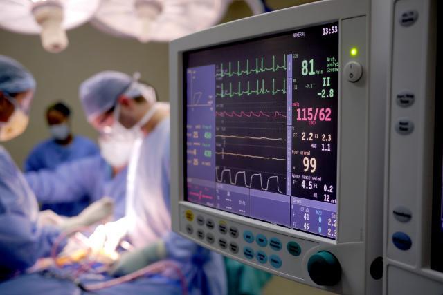 Индиските лекари отстранија тумор на мозок од два килограми