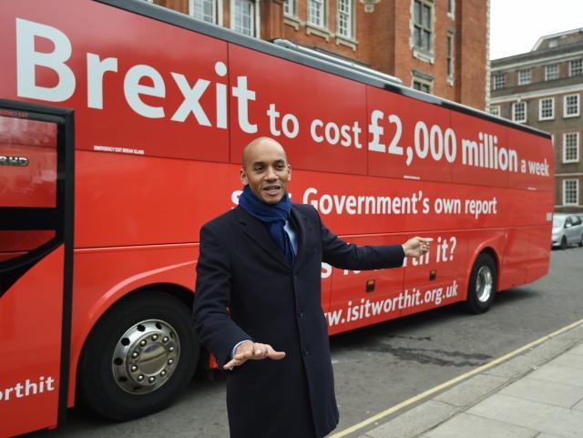 Автобусот против Брегзит се заглави уште на првиот ден од турнејата