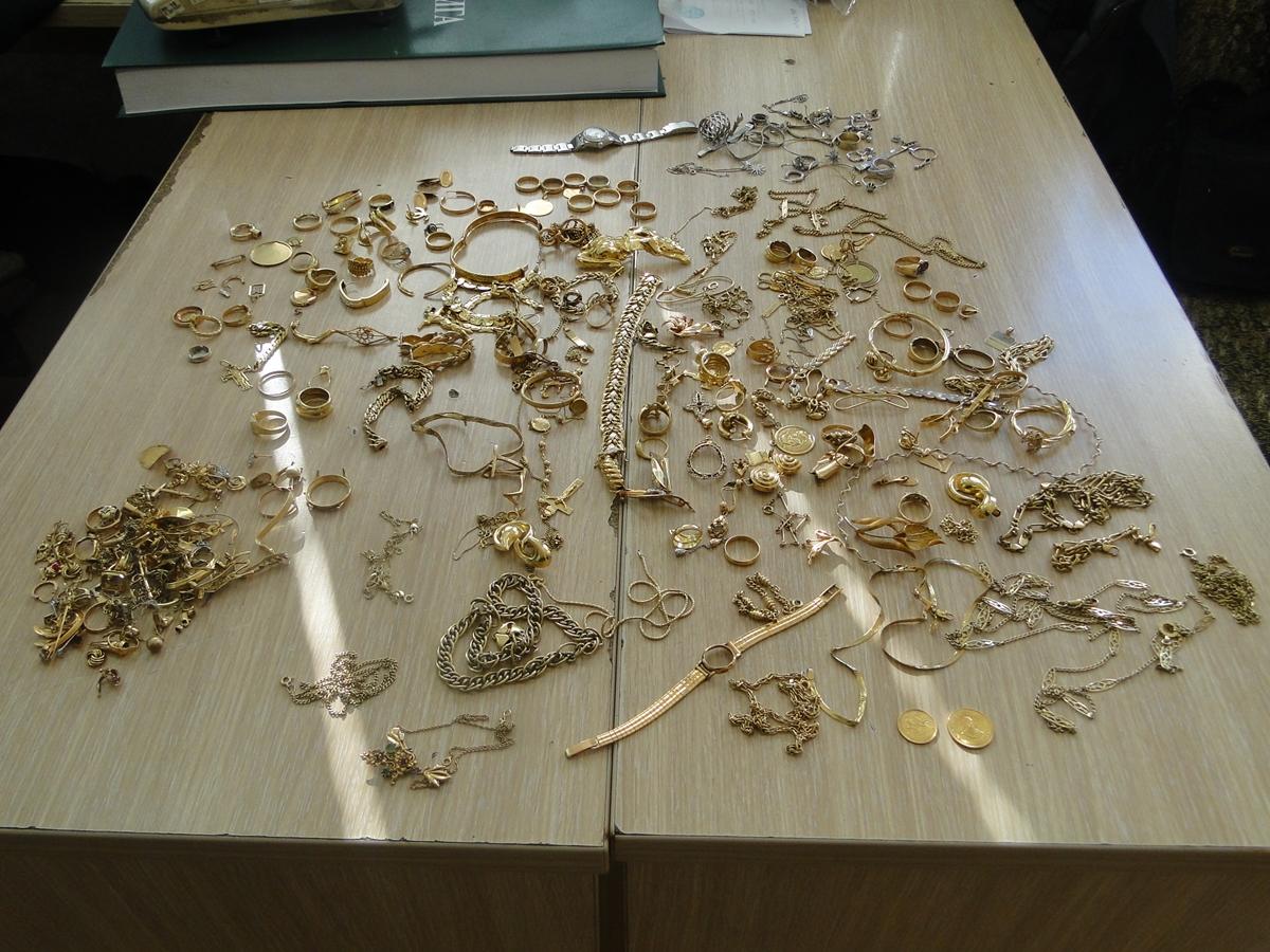 Спречен обид за шверц на златен накит вреден 30.000 евра на ГП Табановце (фото)