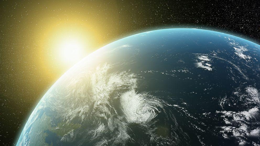 НАУЧНИЦИТЕ ПРЕДУПРЕДУВААТ: Земјата се повеќе се одалечува од Сонцето