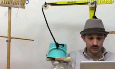 ГЕНИЈАЛНО: Механизам против спиење на работа подолго од 10 минути (ВИДЕО)