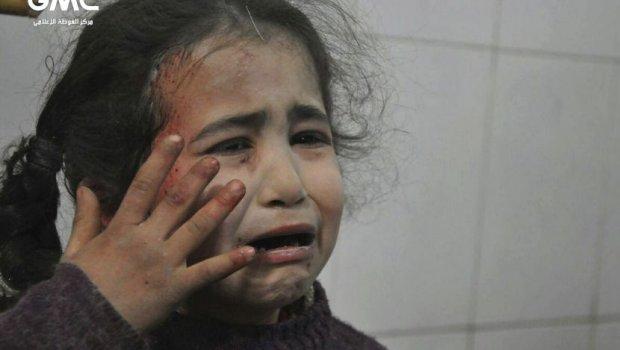 СТРАВИЧНИ ФОТОГРАФИИ: За три дена над 300 загинати во сириска Гута (ФОТО)