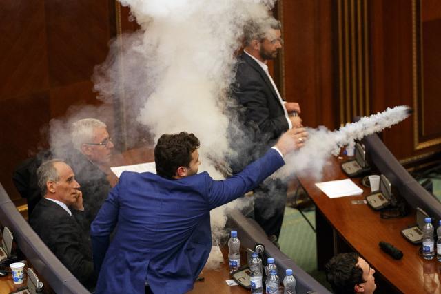 Со солзавец во парламентот изгласана демаркацијата на Косово и Црна Гора (ФОТО+ВИДЕО)
