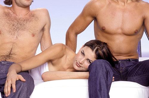 ТРЕНД КОЈ ГО ЗАЛУДЕ СВЕТОТ: Мажите уживаат додека жената има секс со друг