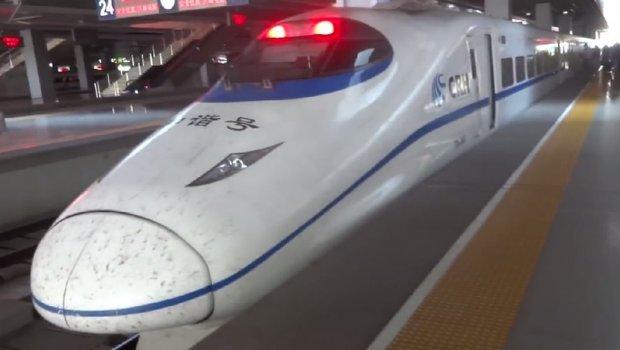 Кинезите тестираа воз кој не ги допира шините и лета со 350 километри на час (ВИДЕО)