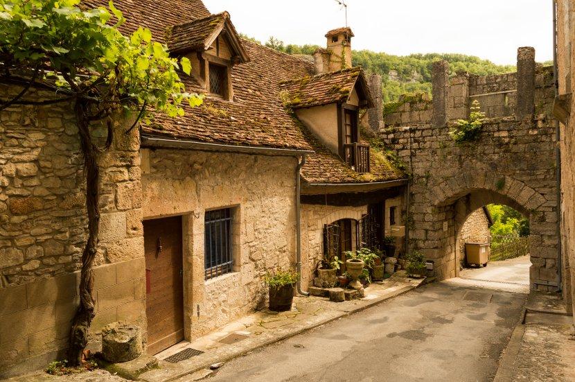 Ова француско село годишно го посетуваат над милион туристи