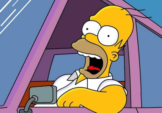 Го стопирала полицијата па тој извадил возачка од Хомер Симпсон (ФОТО)