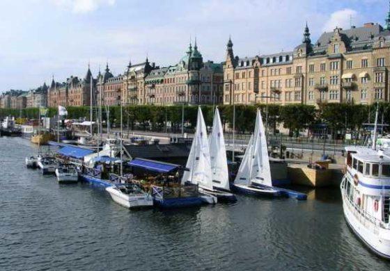 Џиновски мурал кој ги шокираше жителите на Стокхолм (ФОТО)