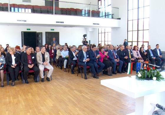 Градоначалници од 30 општини во Македонија и Бугарија во Куманово формираа Асоцијација на градови