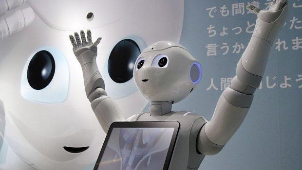 Овој робот ги исполнува желбите на гостите на хотелот, а зборува и неколку јазици