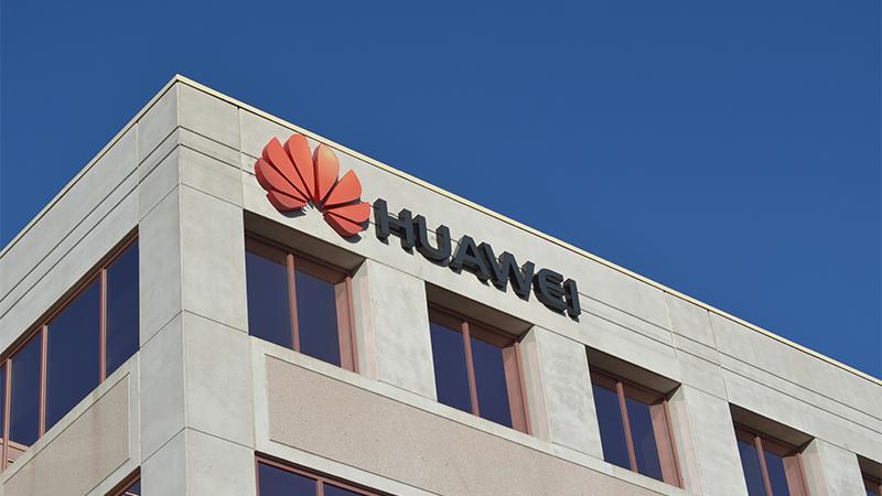 Huawei патентираше телефон со екран на свиткување