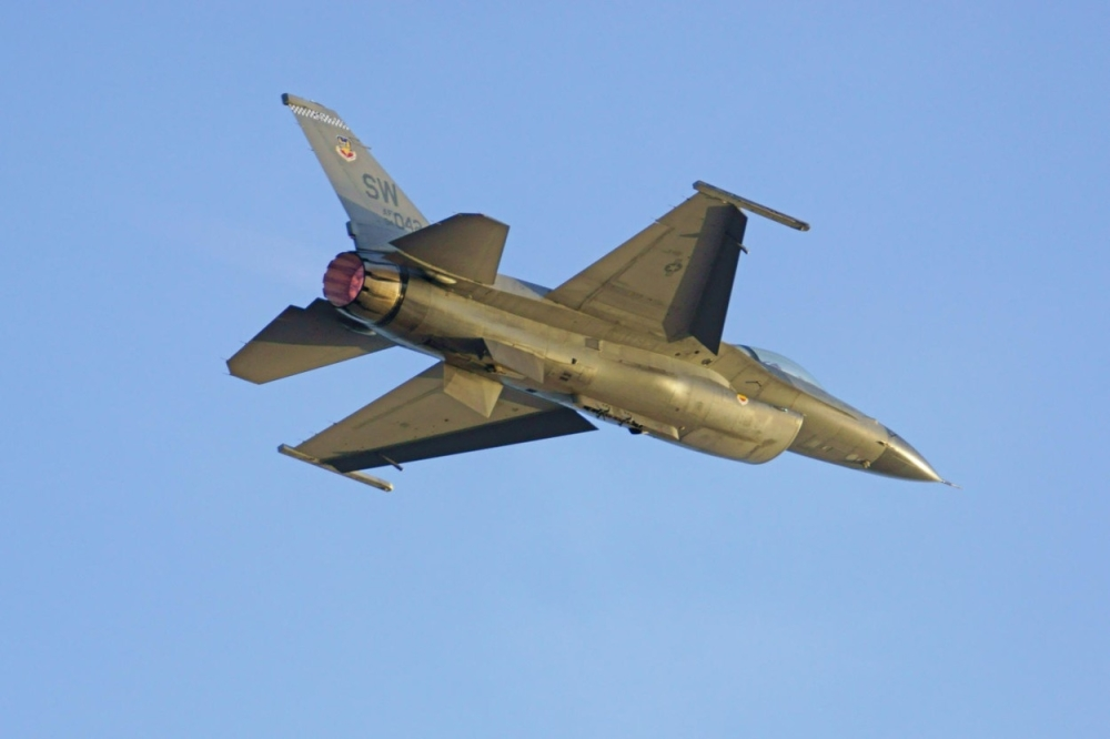 Воен авион се урна во Егејското море