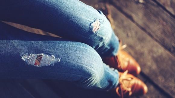 Новиот модел на фармерки е благо речено ШОКАНТЕН (ВИДЕО)