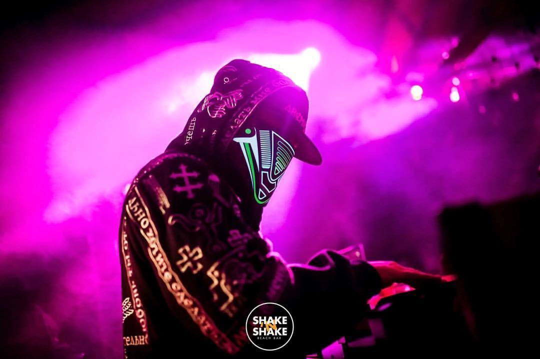 DJ Architect вечерва во Summer Club Space