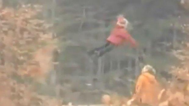 Девојче кое лета снимено во Русија (ВИДЕО)