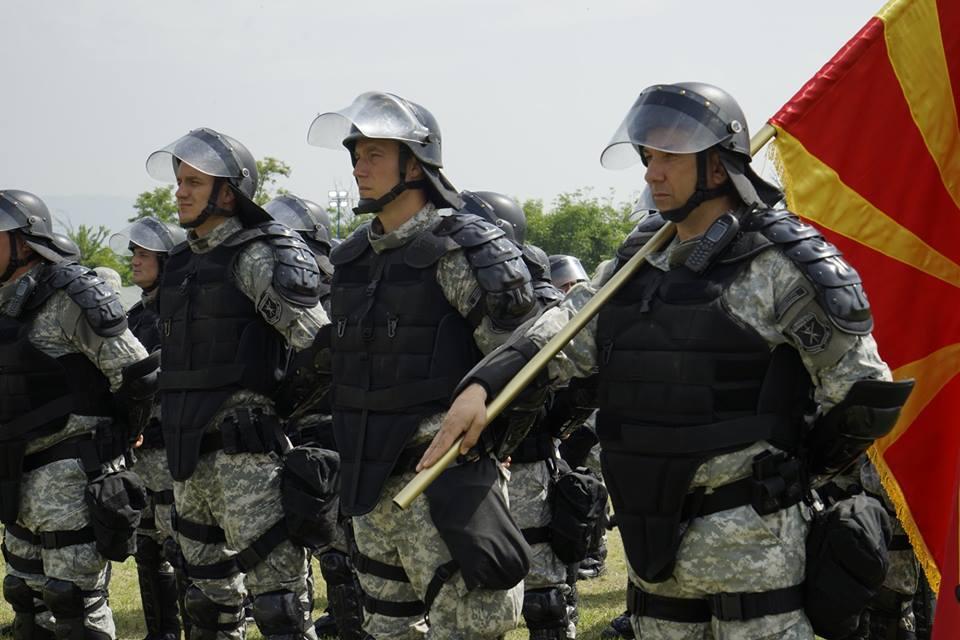 Единиците во акција - вежби по повод денот на полицијата (ФОТО)