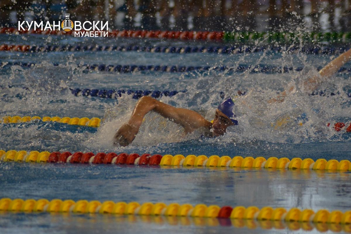 Државно првенство во пливање на градскиот базен во Куманово (ФОТО)