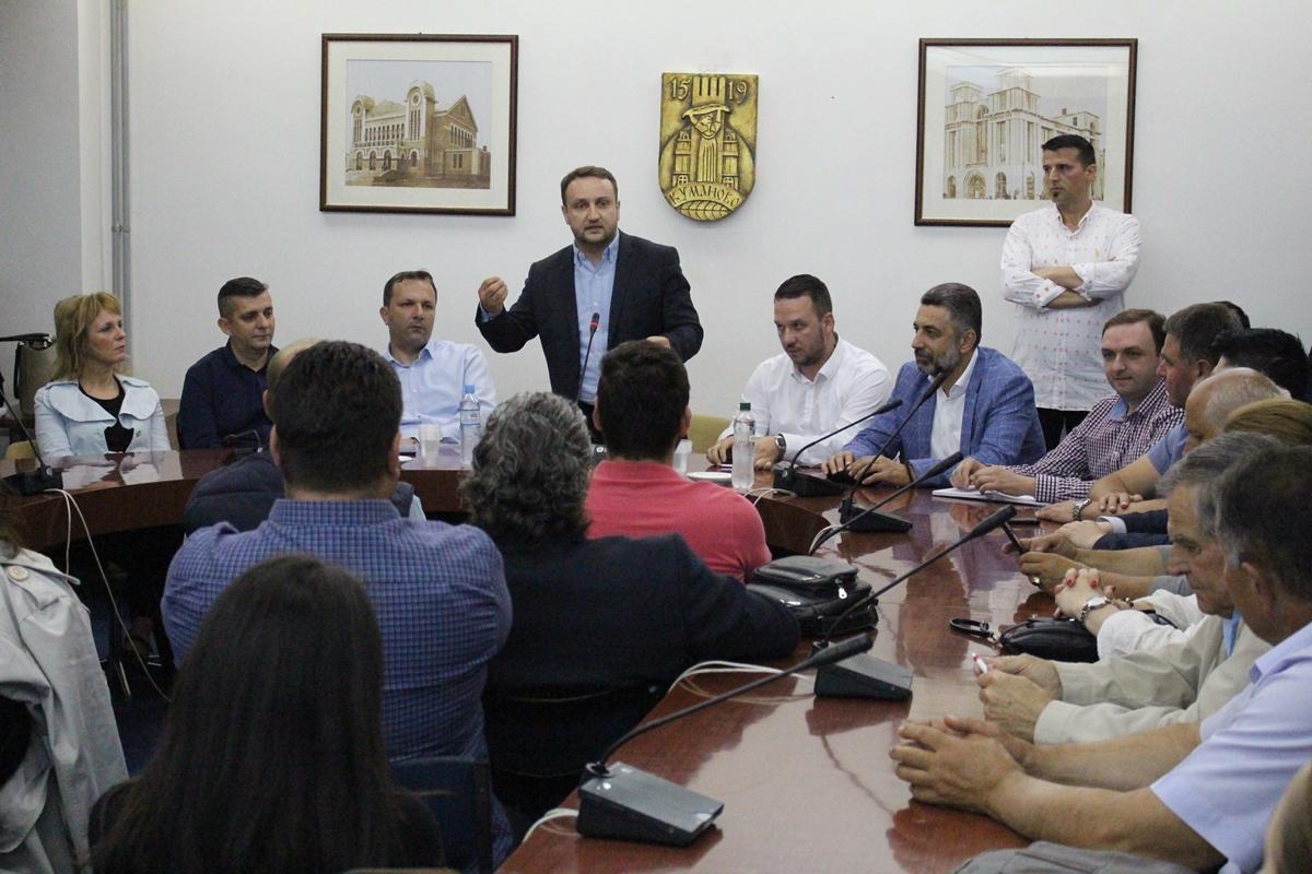 Кирацовски на средба со граѓаните на Куманово (ФОТО)