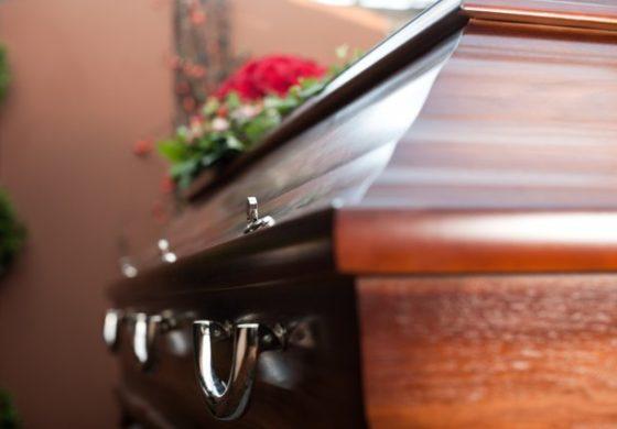 """ЛУКСУЗ: Нигериец си го погреба татка  во """"БМВ"""" од 75.000 евра (ФОТО)"""