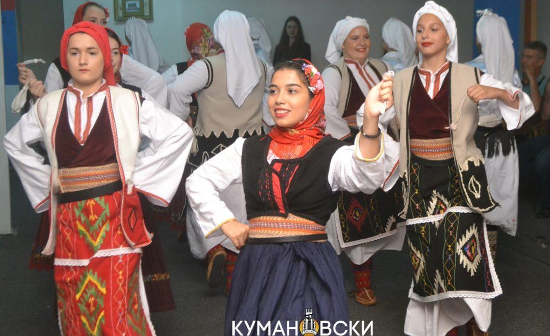 """(ГАЛЕРИЈА) Амбасадорката на Србија го посети """"Српски вез"""""""