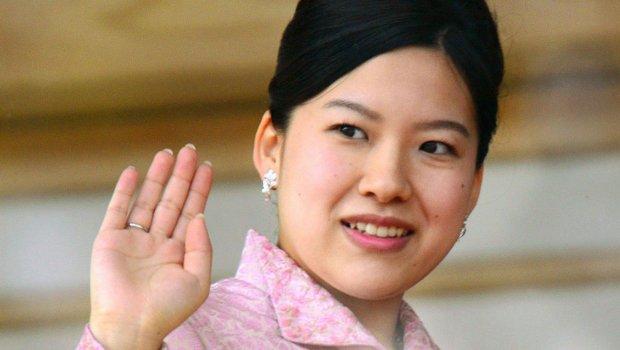 """Јапонската принцеза се откажува од титулата, за да се омажи за """"обичен"""" човек"""