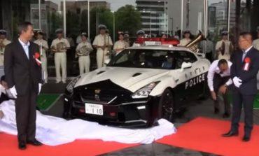 Најмоќниот полциски автомобил предаден на јапонската полиција (ВИДЕО)
