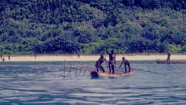 НАЈОПАСНОТО ПЛЕМЕ ВО СВЕТОТ: Живее на изолиран остров и никој не смее да им се доближи (ФОТО)