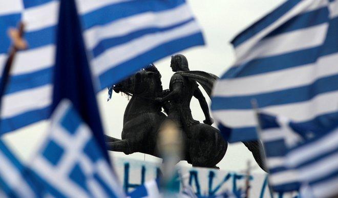 Грција протера руски дипломати поради Македонија