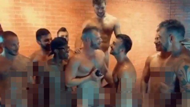 БИЗАРНО: Геј порно актери се верија на сет по групен секс