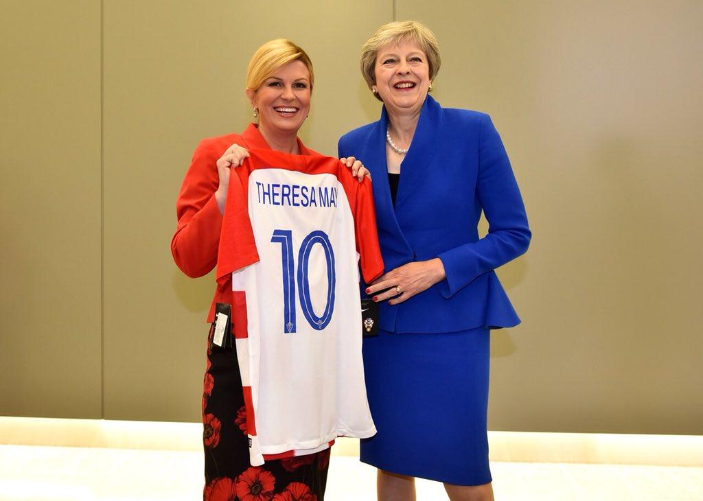 """Колинда делеше хрватски дресови на НАТО самитот, Трамп воодушевен, Меј """"кисела"""" (ФОТО)"""