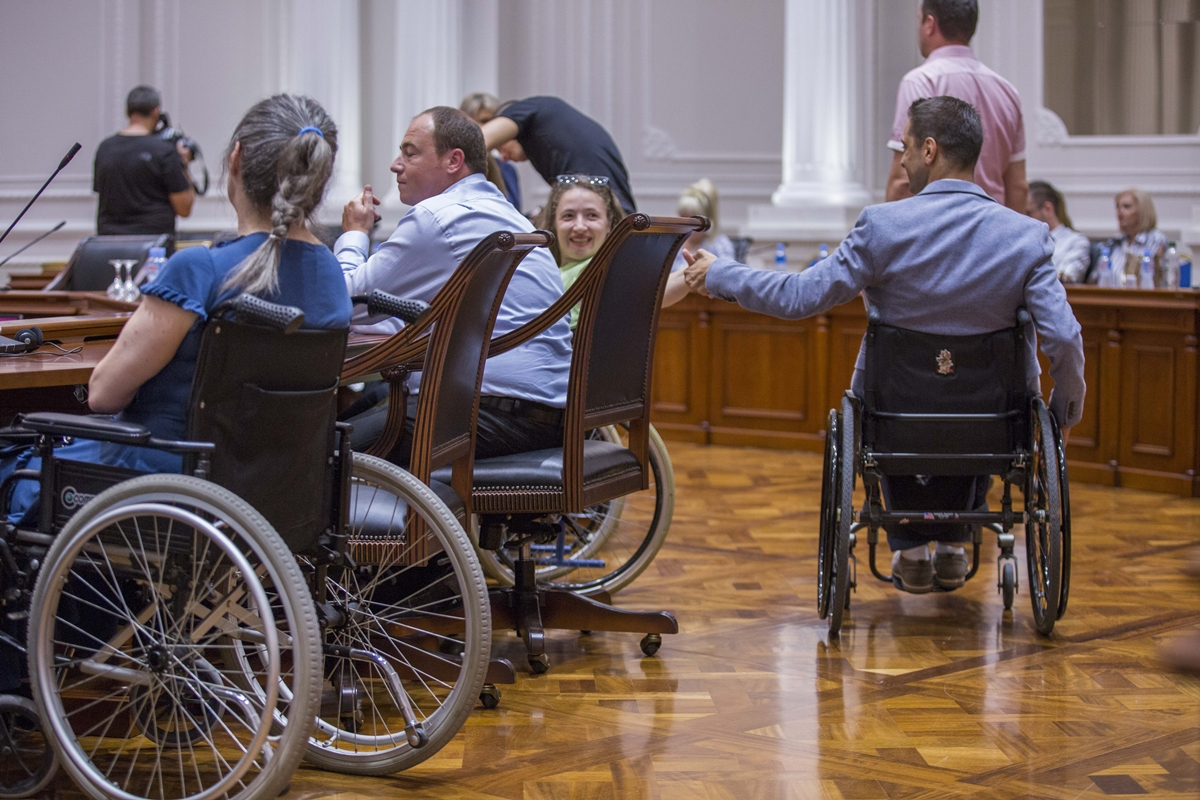 Започна практичната имплементација на персонална асистенција за лица со попреченост